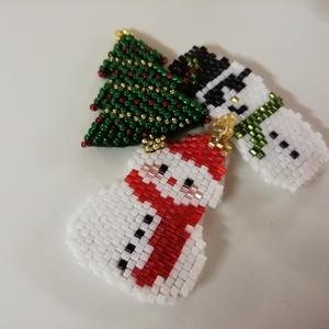 Karácsonyi hűtőmágnes/ kulcstartó, Karácsony & Mikulás, Mikulás, Gyöngyfűzés, gyöngyhímzés, Ékszerkészítés, 11/0 japán gyöngy díszítéssel, Peyote technikával készült,\nMagassága, kb.: 4,5cm, Meska