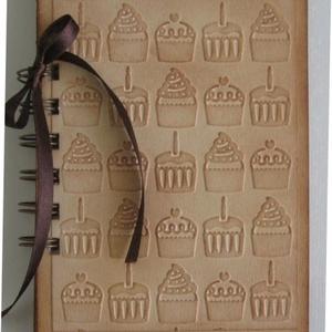 Receptkönyv - születésnapra, esküvőre, lánybúcsúra, a mindennapokra, Otthon & lakás, Konyhafelszerelés, Naptár, képeslap, album, Receptfüzet, Papírművészet, A különleges, egyedi receptjeidet gyűjtheted össze a receptkönyvben, melyben az elkészült sütemények..., Meska