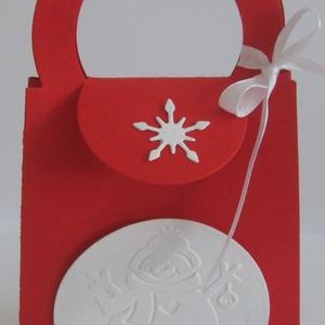 Ajándékátadó táska - piros-fehér - hópehely - hóember - téli születésnap, Gyerek & játék, Dekoráció, Otthon & lakás, Naptár, képeslap, album, Ajándékkísérő, Papírművészet, A téli jelképekkel díszített táskában átadhatod a téli hónapokban névnapot, születésnapot ünneplő sz..., Meska