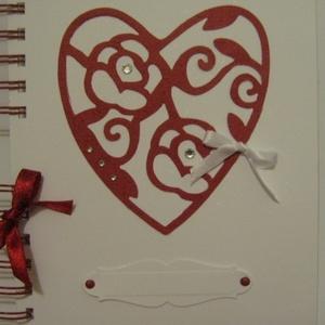 Egyedi szívmintával szeretteidnek - eljegyzés - esküvő - házassági évforduló -  vendégkönyv - jókívánságkönyv , Naptár, képeslap, album, Otthon & lakás, Jegyzetfüzet, napló, Fotóalbum, Esküvő, Papírművészet, (Nézz körül Igenigen boltomban is.)\n\nKészíts meglepetés-albumot szeretteidnek (kedvesednek eljegyzés..., Meska