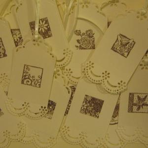Bélyegzőmintás köszönetkártya,  ajándékcimke, termékcimke, ültetőkártya szalaggal is, Otthon & lakás, Esküvő, Naptár, képeslap, album, Ajándékkísérő, Meghívó, ültetőkártya, köszönőajándék, (Hátoldala írható.)  Ajándékkísérő a szeretettel kiválasztott  ajándékok, könyvek vagy virágcsokrok ..., Meska