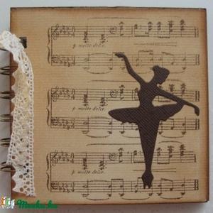 Napló/album -  balettkedvelőknek - csoportajándék -   bélyegzőmintával  (kottás), Otthon & lakás, Naptár, képeslap, album, Jegyzetfüzet, napló, Egyéb, Hangszer, zene, Papírművészet, Balettkedvelő barátodnak (barátnődnek),  balett oktatódnak adhatod ajándékba ezt az albumot, melybe ..., Meska