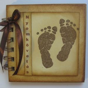 Emlékmegőrző  album  (napló) -Babaszületésre - keresztelőre - nyomkövetés -talpacskák fotók - egyedi termék - örök emlék, Album & Fotóalbum, Papír írószer, Otthon & Lakás, Papírművészet, Az albumba időközönként elhelyezheted gyermeked talplenyomatát, körberajzolhatod a kis lábát, vagy a..., Meska