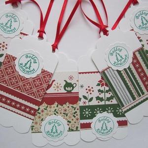 Boldog karácsonyt! - piros-zöld ajándékkísérő - karácsonyra, téli családi ünnepek ajándékaihoz, Karácsonyi, adventi apróságok, Ünnepi dekoráció, Dekoráció, Otthon & lakás, Naptár, képeslap, album, Ajándékkísérő, Ajándékkísérő, Papírművészet, (Különböző mintájú kék vagy piros-zöld scrapbook papírokból korlátlan mennyiségben rendelhető)\n\nNézz..., Meska