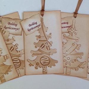 Tintázott karácsonyi ajándékkártya fenyőfával - felirattal, Otthon & lakás, Naptár, képeslap, album, Dekoráció, Ünnepi dekoráció, Karácsony, Ajándékkísérő, Ajándékkísérő, Papírművészet, Nézz körül eladott termékeim között is.\n\nA  szeretettel kiválasztott ajándékok, a saját készítésű sü..., Meska