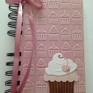 Muffinreceptek - cukrásztanuló - sütő-főző verseny -  születésnap - egyedi receptek, Naptár, képeslap, album, Otthon & lakás, Konyhafelszerelés, Receptfüzet, Papírművészet, A különleges, egyedi receptjeidet gyűjtheted össze a receptkönyvben, melyben az elkészült muffinok f..., Meska