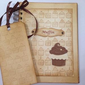 Receptkönyv - különleges, egyedi fényképes receptjeidhez  - muffin dombor- és vágott mintával, könyvjelzővel, Otthon & lakás, Naptár, képeslap, album, Konyhafelszerelés, Receptfüzet, Papírművészet, A különleges, egyedi receptjeidet gyűjtheted össze a receptkönyvben, melyben az elkészült sütemények..., Meska