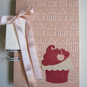 Muffinreceptek - cukrásztanulók  - sütő-főző versenyre - lánybúcsúra, Naptár, képeslap, album, Otthon & lakás, Konyhafelszerelés, Receptfüzet, Papírművészet, A különleges, egyedi receptjeidet gyűjtheted össze a receptkönyvben, melyben az elkészült muffinok f..., Meska
