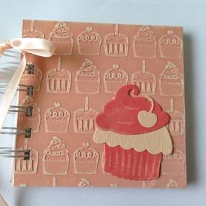 Muffinreceptek - cukrásztanulók - ballagás - sütő-főző verseny, - lánybúcsú - egyedi termék - örök emlék - muffinfotók , Naptár, képeslap, album, Otthon & lakás, Jegyzetfüzet, napló, Konyhafelszerelés, Receptfüzet, Papírművészet, A különleges, egyedi receptjeidet gyűjtheted össze a receptkönyvben, melyben az elkészült muffinok f..., Meska