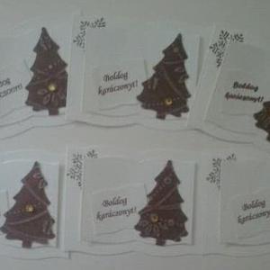Könyv alakú ajándékkísérő dombormintás fenyőfával, hópehellyel - felirattal, Naptár, képeslap, album, Otthon & lakás, Dekoráció, Ünnepi dekoráció, Karácsonyi, adventi apróságok, Ajándékkísérő, Ajándékkísérő, Papírművészet, Nézz körül eladott termékeim között is.\n\nA  szeretettel kiválasztott ajándékok, a saját készítésű sü..., Meska