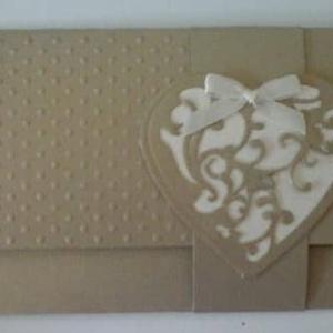 Esküvőre, házassági évfordulóra - Pénz/ajándékutalvány/üzenetátadó boríték - díszített belső zseb - üzenetkártya, Naptár, képeslap, album, Otthon & lakás, Esküvő, Nászajándék, Papírművészet, Egyedi szívmintával és félgyönggyel díszített gyöngyházfényű kartonból készült boríték díszített bel..., Meska