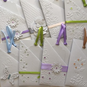 Zsebes egyedi pénzátadó lap - ajándékkísérőkkel - ballagás - diplomaátadás - esküvő - családi ünnep - csoportajándék, Ajándékkísérő, Papír írószer, Otthon & Lakás, Papírművészet, (Ha egy darabot szeretnél kérni, kérlek belső üzenetben jelezd.)\n3 zsebrésszel készült vintage fehér..., Meska