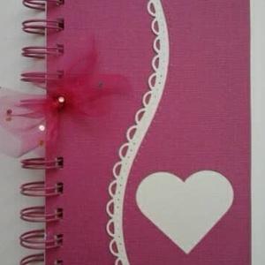 Vendégkönyv - jókívánságkönyv - kislány születésnap - lánybúcsú - örök emlék - egyedi termék - anyák napra - szív, Otthon & lakás, Naptár, képeslap, album, Gyerek & játék, Esküvő, Papírművészet, (A szív formába felirat kérhető.)\n\nEgyedi mintával készült albumom ajánlom  jókívánságkönyvnek (lány..., Meska