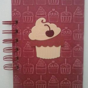 Muffinreceptek - cukrásztanulók  - lánybúcsú - sütő-főző verseny - esküvő - születésnap - ballagás - örök emlék  -egyedi, Otthon & lakás, Naptár, képeslap, album, Konyhafelszerelés, Receptfüzet, Papírművészet, (Nézz körül Igenigen boltomban is.)\n(Borítólapra kérés szerinti feliratot írom.)\n\nA különleges, egye..., Meska