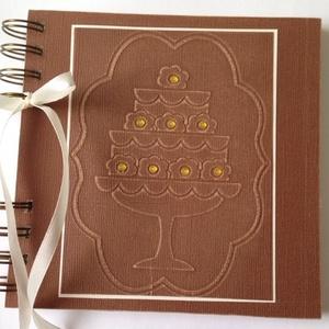 Anyukádnak - nagymamádnak - receptkönyv - születésnapi album - emlék - lánybúcsú - esküvő - rendezvény, Album & Fotóalbum, Papír írószer, Otthon & Lakás, Papírművészet, Ajándékba adhatod már az általad bejegyzett receptekkel (saját készítésű süteménnyel együtt), vagy a..., Meska