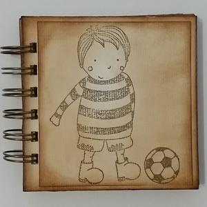 ÚJ! A kis focista élményei - focitábor emlékei - edzésidőpontok, tervek - születésnapi ajándék - örök emlék-emlékmegőrző, Otthon & lakás, Férfiaknak, Naptár, képeslap, album, Jegyzetfüzet, napló, Az albumot azoknak a barátaidnak, szeretteidnek ajándékozhatod, akik szívesen őrzik meg a nyári foci..., Meska