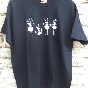 Fekete rövid ujjú fiúpóló, T-shirt, Férfiaknak, Urban pólók, Táska, Divat & Szépség, Férfi ruha, Ruha, divat, Mindenmás, Varrás, Ez az L méretű rövid ujjú fiúpóló fekete 100% pamut anyagból készült, az elején saját, egyedi hangyá..., Meska