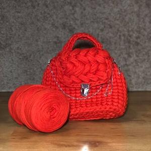 Piros horgolt táska, Kézitáska, Kézitáska & válltáska, Táska & Tok, Horgolás, Igazán elegáns és feltűnő lehetsz ezzel a piros táskával. A rácsatolt lánc levehető,de a válladon át..., Meska