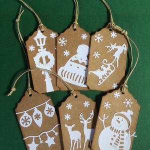 Karácsonyi ajándékkísérő 1. Advent, Karácsony, Mikulás, Otthon & lakás, Naptár, képeslap, album, Ajándékkísérő, Karácsony, Dekoráció, Ünnepi dekoráció, Ajándékkísérő, Papírművészet, Mindenmás, 6 db-os ajándékkísérő szett, mindegyik különböző mintával, bézs-fehér színben. Az ár 6db-ra vonatkoz..., Meska