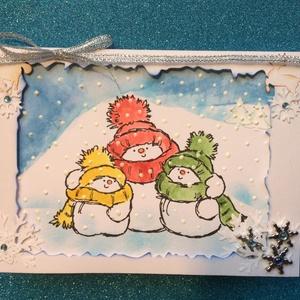 Karácsonyi képeslap, Hóember, Karácsony, Advent, Mikulás, Otthon & Lakás, Papír írószer, Képeslap & Levélpapír, Papírművészet, Kézi nyomdát és különböző színű tintákat használtam a hóembercsalád elkészítéséhez.\nKeretbe foglalta..., Meska