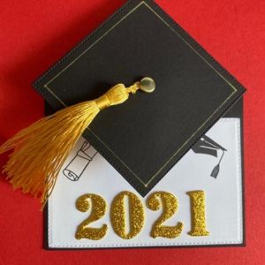 Ballagás, diplomaosztó, pop-up képeslap, pénzátadó, ajándékkísérő, Képeslap & Levélpapír, Papír írószer, Otthon & Lakás, Mindenmás, Papírművészet, Ballagásra, diplomaosztóra végzős diákoknak készítettem ezt a képeslapot. A végzősök kalapját imitál..., Meska