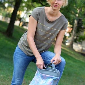 Női laptop táska szürke kék-lila halpikkely mintás, Táska & Tok, Laptop & Tablettartó, Laptoptáska, Varrás, Textilbőr és designer pamutvászon kombinációja. Elöl nagy zsebbel, amiben elfér a töltő és az egér. ..., Meska