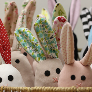 kisnyuszi rózsaszín pöttyös fülű, Játék & Gyerek, Plüssállat & Játékfigura, Nyuszi, Baba-és bábkészítés, Varrás, Pihe-puha mosható pamut nyuszi bolyhos farokkal. Mivel minden porcikája felvarrt, így kisbabáknak is..., Meska