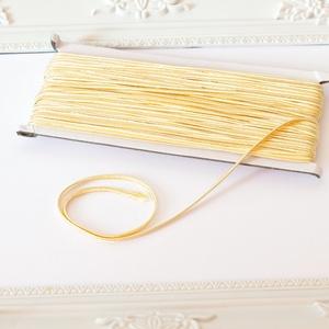 Sujtás zsinór KRÉM színű, 30m tekercs, Textil, KRÉM színű sujtás zsinór, kb. 3 mm széles, bő 30m hosszú tekercs. Nagyon finom, puha, selymes tapint..., Meska