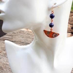 30% Akció Lápisz lazuli dekopázs fülbevaló , Lógós fülbevaló, Fülbevaló, Ékszer, Decoupage, transzfer és szalvétatechnika, Ékszerkészítés, Ez egy nagyon vidám és feltűnő fülbevaló! Saját készítésű alapot vontam be réz színű dróttal. A fülb..., Meska