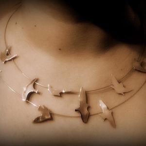 Ezüst madaras lánc (minicsiga) - Meska.hu