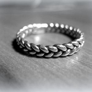 Ezüst fonott gyűrű, Kerek gyűrű, Gyűrű, Ékszer, Ékszerkészítés, Fémmegmunkálás, 925-ös ezüst\n\nkb 2 mm széles de választható kb 3 mm széles is\nÖntéssel készült, viaszrudakból én for..., Meska