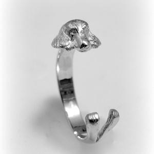 Ezüst spániel gyűrű, Figurális gyűrű, Gyűrű, Ékszer, Ötvös, Ékszerkészítés, viaszból mintáztam és utána 925-ös ezüstből kiöntettem a gyűrűt és kidolgoztam\n\nállítható méretű\n\nSz..., Meska