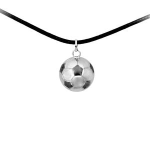Ezüst focilabda medál, Medál, Nyaklánc, Ékszer, Ékszerkészítés, Ötvös, 2 cm átmérőjű focilabda medál\n\nlehet kérni más labda mintával is!\n\nkaucsuk lánc tartozik hozzá..., Meska