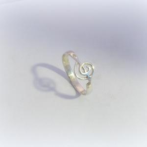 Ezüst violinkulcs gyűrű , Figurális gyűrű, Gyűrű, Ékszer, Ékszerkészítés, Ötvös, 925-ös ezüstből készül ez a gyűrű\n\nAz ujjméretedet kérlek írd meg üzenetben, Meska