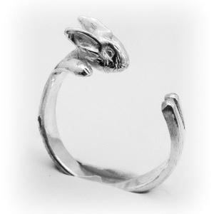 Ezüst nyuszi gyűrű, Figurális gyűrű, Gyűrű, Ékszer, Ötvös, Ékszerkészítés, Egyedileg, kézzel viaszból mintázott, utána ezüstből kiöntött gyűrű\n\nMérete állítható! Körülbelül 58..., Meska
