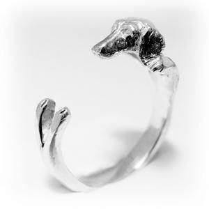 Ezüst Tacskó gyűrű, Ékszer, Gyűrű, Képzőművészet, Otthon & lakás, Szobor, Ékszerkészítés, Ötvös, Viaszból mintázom az állatos gyűrűket, utána ezüstből kiöntetem. \nVan lehetőség aranyból is kérni, e..., Meska