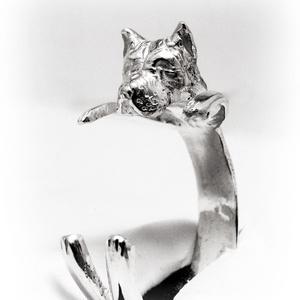 Ezüst/ 14K-os arany Staffordshire gyűrű, Ékszer, Gyűrű, Szobor, Képzőművészet, Otthon & lakás, Ékszerkészítés, Ötvös, Egyedileg, kézzel viaszból mintázott, utána ezüstből kiöntött gyűrű\n\nMérete állítható! Körülbelül 58..., Meska