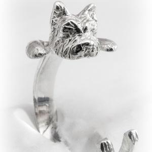 Ezüst Yorkie gyűrű, Figurális gyűrű, Gyűrű, Ékszer, Fémmegmunkálás, Ötvös, Viaszból mintázom az állatos gyűrűket, utána ezüstből kiöntetem. Van lehetőség aranyból is kérni, eh..., Meska