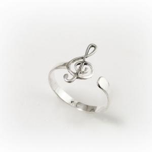 Ezüst violinkulcs gyűrű állítható méretű, Figurális gyűrű, Gyűrű, Ékszer, Ékszerkészítés, Ötvös, 925-ös ezüstből készül ez a gyűrű, állítható méretű\n\nKérlek az állítható méret ellenére üzenetben ír..., Meska