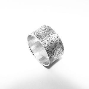"""Ezüst \""""smirgli mintázatú\"""" széles ezüst gyűrű, Kerek gyűrű, Gyűrű, Ékszer, Ékszerkészítés, Ötvös, 1 cm széles smirgli felületű gyűrű\n925-ös ezüstből készül, \nkérhető más szélességben is \n\nrendelésko..., Meska"""