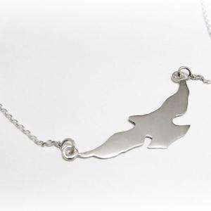 Szálló madár lánc, madaras lánc, Medálos nyaklánc, Nyaklánc, Ékszer, Ékszerkészítés, Ötvös, 925-ös ezüstből készül ez a medál\n\nA madár kb 3-3,5 cm széles\n\nA lánc benne van az árban. Kérlek írd..., Meska