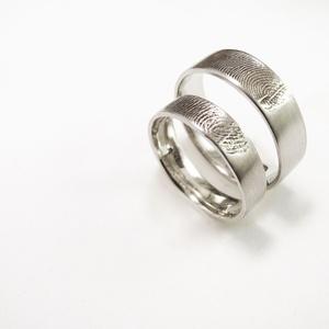 Ezüst ujjlenyomatos karikagyűrű pár, Karikagyűrű, Ékszer, Esküvő, Fémmegmunkálás, Ötvös, Elkészítés előtt mindenképp szükséges egy személyes találkozó, hogy az ujjlenyomatot levegyük.\n\nA vi..., Meska