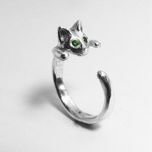 Ezüst cicás gyűrű zöld szemekkel, Figurális gyűrű, Gyűrű, Ékszer, Fémmegmunkálás, Ötvös, Ezüstből készülnek az ékszerem, de van lehetőség aranyból is kérni! Érdeklődj üzenetben:\n\n \nA mérete..., Meska