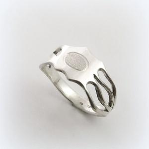 Neuron-idegsejt gyűrű , Ékszer, Gyűrű, Szoliter gyűrű, Ékszerkészítés, Ötvös, Egyedi, kézzel kifűrészelt gyűrű, vésett mintával\n\n\nOrvosoknak, biológusoknak ajánlom ;)\n\nRendelésko..., Meska