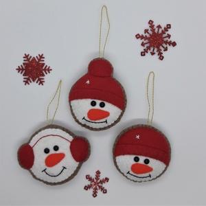 Karácsonyi díszek - hóember, Otthon & lakás, Karácsony, Dekoráció, Ünnepi dekoráció, Karácsonyfadísz, Karácsonyi dekoráció, Varrás, Kedves karácsonyi figurák, kézzel készített, aprólékosan kidolgozott hóemberek piros sapkával.  Aka..., Meska