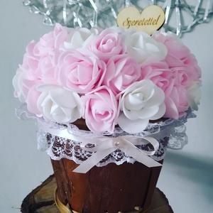 Romantikus rózsabox, Otthon & lakás, Dekoráció, Ünnepi dekoráció, Csokor, Esküvő, Esküvői dekoráció, Virágkötés, Mindenmás, Romantikus színvilágú rózsaboxot készítettem, ami szép ajándék lehet alkalmakkor. Jól mutat esküvői ..., Meska