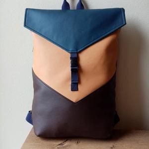 UNISEX Fedlapos Hátizsák, Táska & Tok, Hátizsák, Hátizsák, Varrás, Barna, sötétkék, és okker színű textilbőrökből varrtam ezt a táskát.\nHátulja sötétkék .\nÁllítható vá..., Meska