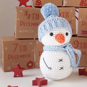 Horgolt hóember marokfigura , mikulás csomagba , adventi naptárba, karácsonyra , Játék & Gyerek, Plüssállat & Játékfigura, Horgolás, Hímzés, Kis kezekbe való horgolt hóember marokfigura ,levehető sapkával és sállal, hogy az édesség mellé egy..., Meska