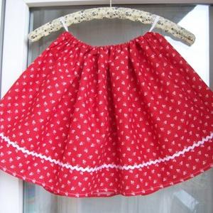 Mini kékfestő pirosban- kislány szoknya, Táska, Divat & Szépség, Ruha, divat, Női ruha, Gyerekruha, Gyerek (1-10 év), Varrás, Piros kékfestő mintájú kislány szoknya, fehér farkasfoggal.\nDereka gumírozott, adott méretre állítom..., Meska