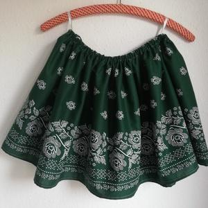 Bordűrös zöld kékfestő szoknya, Táska, Divat & Szépség, Ruha, divat, Női ruha, Szoknya, Varrás, Zöld bordűrös lányka szoknya.  \nDereka gumírozott, adott méretre állítom,  hossza 36 cm. \n\nAz ár a k..., Meska
